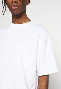 Topman - BOXY ORGANIC TEE - T-shirt basic - white - 4