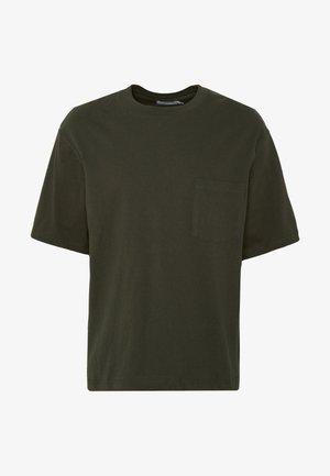 BOXYKHAKIPKT ORGANIC TEE - T-shirts - khaki