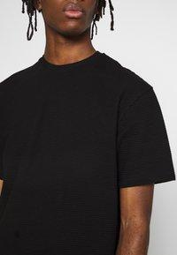 Topman - STRUCTURED TEE - T-shirt basic - black - 4