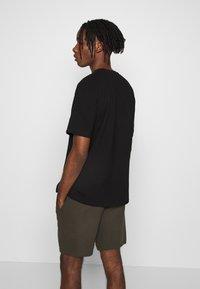 Topman - STRUCTURED TEE - T-shirt basic - black - 2