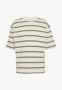 Topman - BOXY - Print T-shirt - off white - 4