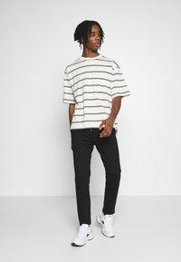 Topman - BOXY - Print T-shirt - off white - 1