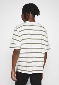 Topman - BOXY - Print T-shirt - off white - 2