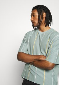 Topman - JADETTE BOXY STRIPE - Print T-shirt - green - 3