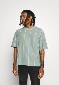 Topman - JADETTE BOXY STRIPE - Print T-shirt - green - 0