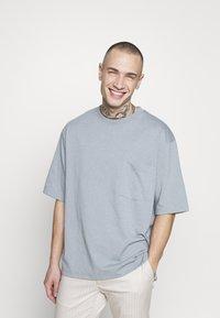 Topman - UNISEX BOXY ABYSS ORGANIC TEE - T-shirt - bas - blue - 0