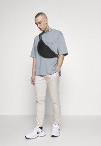 Topman - UNISEX BOXY ABYSS ORGANIC TEE - T-shirt - bas - blue - 1