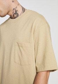 Topman - BOXY DESERT TEE - Basic T-shirt - stone - 4