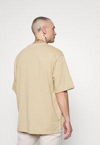 Topman - BOXY DESERT TEE - Basic T-shirt - stone - 2