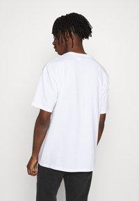 Topman - UNISEX THINK SLOGAN TEE - T-shirt imprimé - white - 2