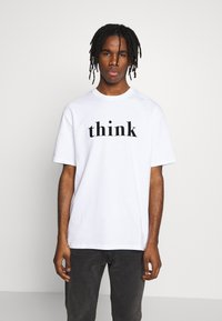Topman - UNISEX THINK SLOGAN TEE - T-shirt imprimé - white - 0