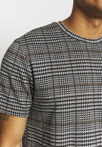 Topman - CHECK TEE - T-shirt con stampa - grey - 5