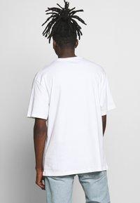 Topman - UNISEX SKETCH COSMIC TEE - T-shirt imprimé - white - 2
