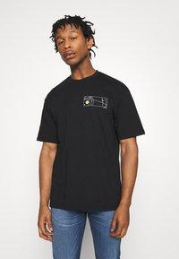 Topman - UNISEX SKETCH COSMIC TEE - Print T-shirt - black - 0