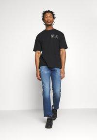 Topman - UNISEX SKETCH COSMIC TEE - Print T-shirt - black - 1