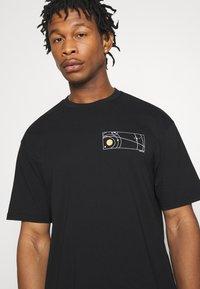 Topman - UNISEX SKETCH COSMIC TEE - Print T-shirt - black - 3