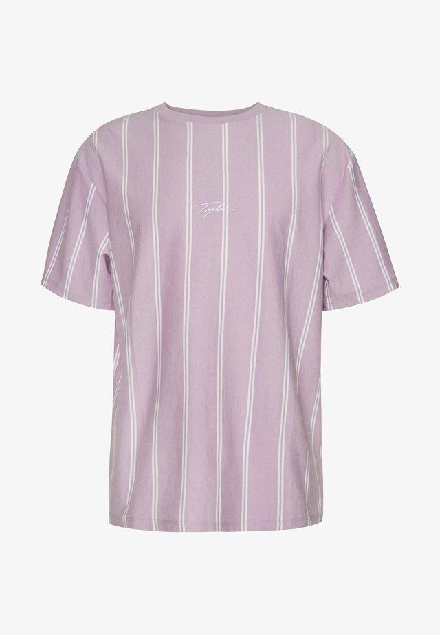 STRIPE SIGNATURE TEE - T-Shirt print - lilac