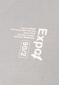Topman - UNISEX WASHED TEE - T-shirt con stampa - grey - 3