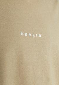 Topman - BERLIN WASH  - T-shirt basique - stone - 2