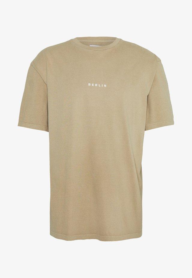 BERLIN WASH  - T-shirt - bas - stone