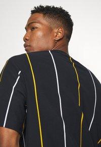 Topman - BOXY  - T-shirts med print - dark blue - 3