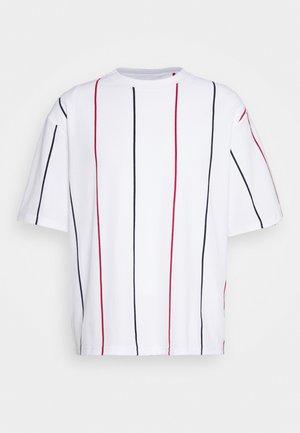 BOXY  - T-shirt con stampa - multicolor