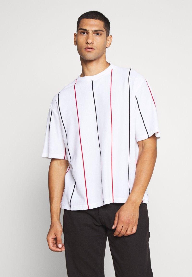 Topman - BOXY  - T-shirt con stampa - multicolor