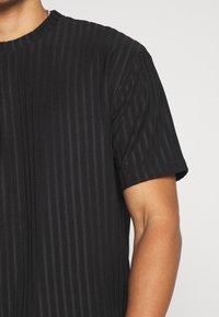 Topman - SHINY - T-shirt con stampa - black - 5