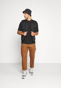 Topman - SHINY - T-shirt con stampa - black - 1