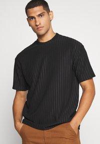 Topman - SHINY - T-shirt con stampa - black - 3