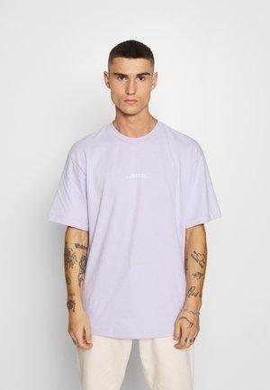 INSPIRE TEE - Print T-shirt - pink