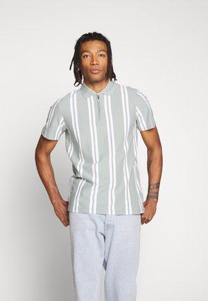 FASHION STRIPE - Polo shirt - green