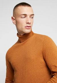 Topman - BASIC ROLL - Jersey de punto - brown - 4