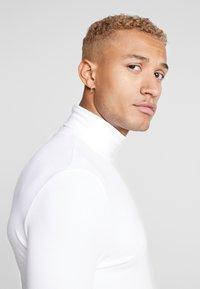 Topman - ROLL NECK - T-shirt à manches longues - white - 3