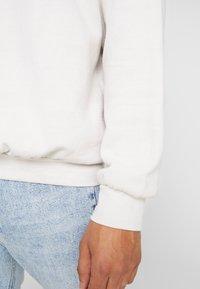 Topman - OSKAPUFF PRINT - Sweatshirt - stone - 4