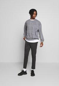 Topman - BLACK WASHED BERLIN - Sweatshirt - grey - 1