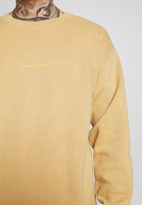 Topman - PORTLAND - Sweatshirt - mustard - 5