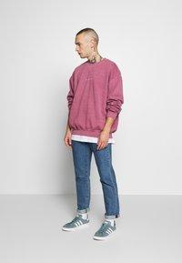 Topman - BURG WASHED STOCKHOLM  - Sweatshirt - mauve - 1