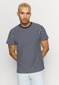 Topman - HARRY STRIPE - T-shirt con stampa - navy - 0
