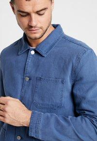 Topman - CHORE - Lehká bunda - blue - 3