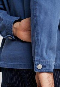 Topman - CHORE - Lehká bunda - blue - 4