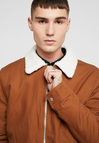 Topman - MICHIGAN COLLAR - Lehká bunda - brown - 3