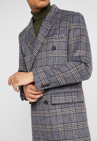 Topman - BLUE CHECK DOUBLE BREASTED - Abrigo - brown - 5