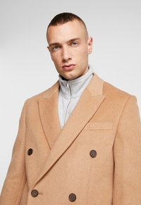 Topman - BERRY FRASER DOUBLE BREASTED - Kappa / rock - camel - 4
