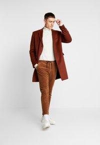 Topman - SCOTT  - Classic coat - rust - 1
