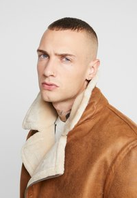 Topman - MALMO BIKER - Giacca in similpelle - brown - 5