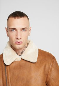 Topman - MALMO BIKER - Giacca in similpelle - brown - 3