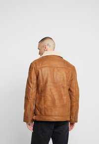 Topman - MALMO BIKER - Giacca in similpelle - brown - 2