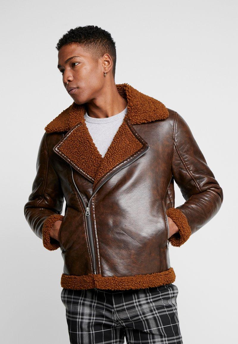 Topman - BIKER SHEARLING - Veste en similicuir - brown