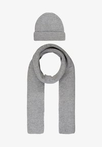 Topman - LAMBSWOOL  BEANIE AND SCARF SET - Bufanda - grey - 1